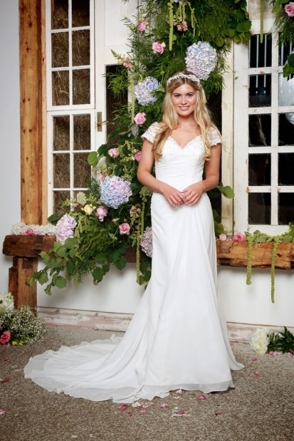 Amelias-Bridal-Amanda-Wyatt-Dakota-Size-14