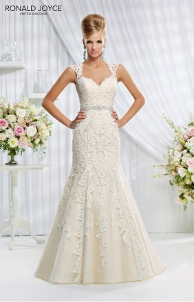 Amelias-Bridal-Ronald-Joyce-69006-Evelyn-Size-18