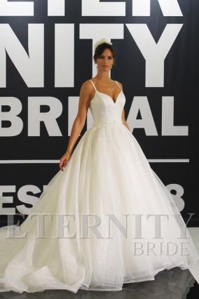 ETENITY_BRIDAL_D5635_AMELIAS_BRIDAL_CLITHEROE